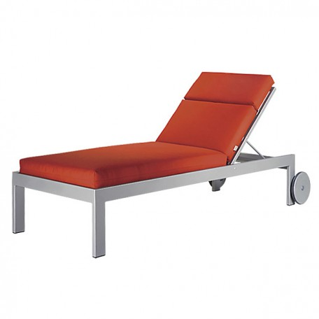 EASTSIDE Chaise Lounge with Wheels LC 2890LW